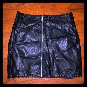 ⚫️Faux Leather Mini Skirt w/ Pockets⚫️